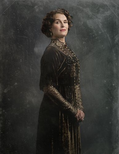 The Cast of Downton Sixbey | Photo Gallery | Late Night |   NBC (Lady Nora)
