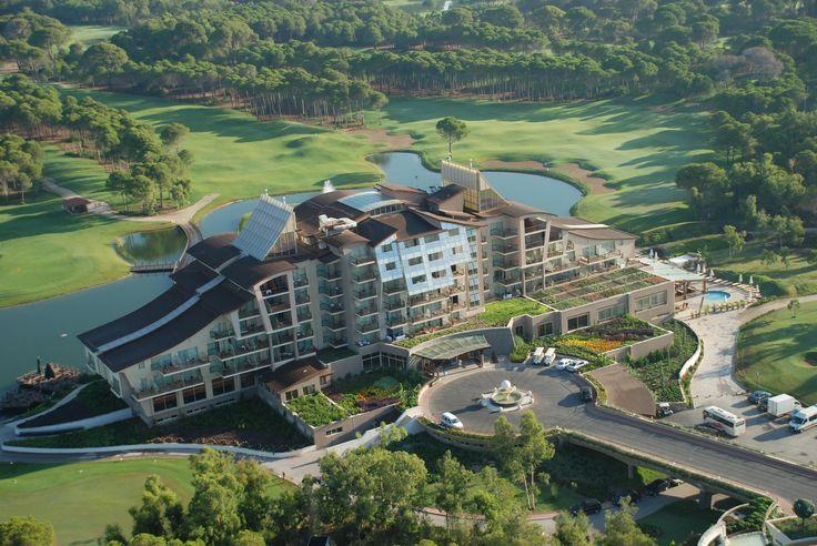 Sueno Hotels Golf i Antalya Sueno Golf Resort har ett oslagbart läge för golf och allt är utformat för golfare. Här finns dels ett lite mindre hotell samt ett splitternytt lyxigt hotell beläget mellan driving rangen och stranden. Här på Sueno resort allt är samlat, från det att du checkar in har du allt på samma ställe!  >>http://www.golfjoy.se/Turkiet_Sueno.htm