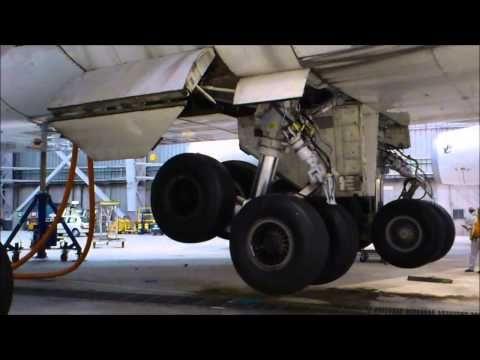 747 Landing gears retraction tests - YouTube