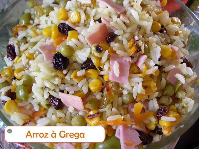 Um prato brasileiro, aproveitando o arroz cozido e depois completado com milho, ervilha, cenoura, uvas passas, palmito e azeitonas. Um arroz leve, gostoso !!