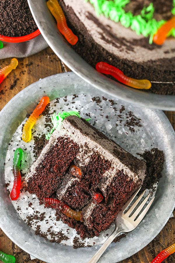 Dirt Cake est un gâteau au chocolat super moelleux rempli de glaçage qui est …   – Recipe Book