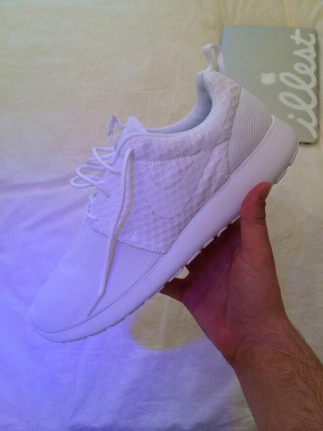 All white roshe runs