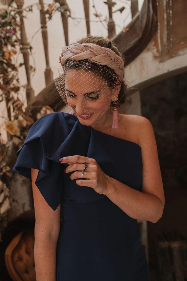Look inbox invitada: azul noche in 2020 Wedding Hair Fascinator, Fascinator Headband, Fascinator Hairstyles, Headpiece, Fascinators, Turban Headbands, Headdress, Elegant Hairstyles, Wedding Hairstyles
