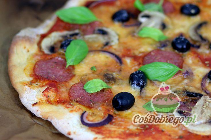 Przepis na Chrupiącą pizzę https://cosdobrego.pl/przepis-na-chrupiaca-pizze/
