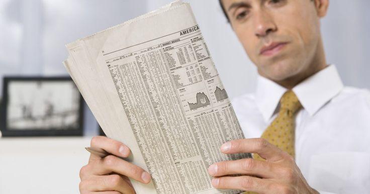 ¿Qué título se necesita para ser un analista financiero junior?. Los analistas financieros junior necesitan tener una licenciatura en administración de negocios, finanzas, estadística o economía. Un analista financiero junior normalmente tiene menos de dos años de experiencia laboral profesional. Los analistas financieros analizan información para ayudar a los individuos y a las compañías a tomar decisiones ...
