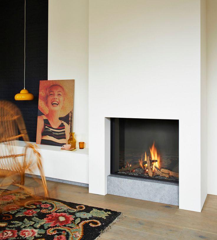 TULP presenteert met B-fire 80 een nieuwe gashaard die opvalt door zijn krachtige en levensechte houtvuur. Dit wordt gerealiseerd doordat de haard is voorzien van de 'woodburner'. Deze innovatie zorgt voor een levensecht houtvuur waarbij de houtstammen zeer natuurgetrouw zijn: http://www.wonen.nl/informatie/Tulp-B-fire-80-gashaard/5371