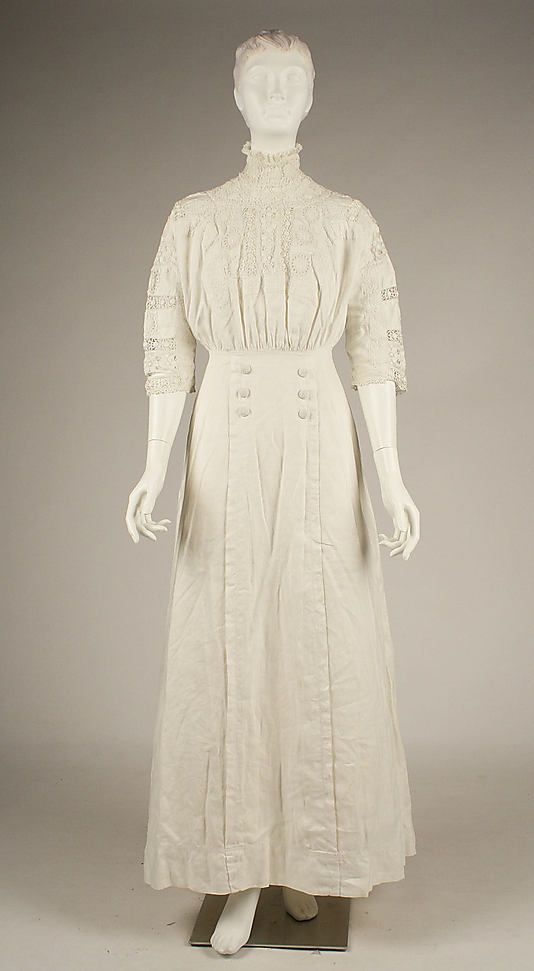 Dress, Morning  Date: ca. 1910   Culture: American   Medium: linen, cotton   Dimensions: Length at CB: 56 1/2 in. (143.5 cm)