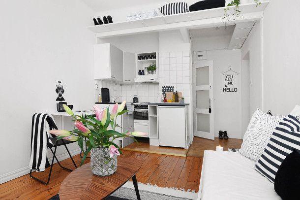"""Urządzenie mieszkania - """"Kawalerka typu studio z garderobą, minimalistyczne dekoracje, białe wnętrze oraz polskie wzornictwo z XXI wieku. """""""