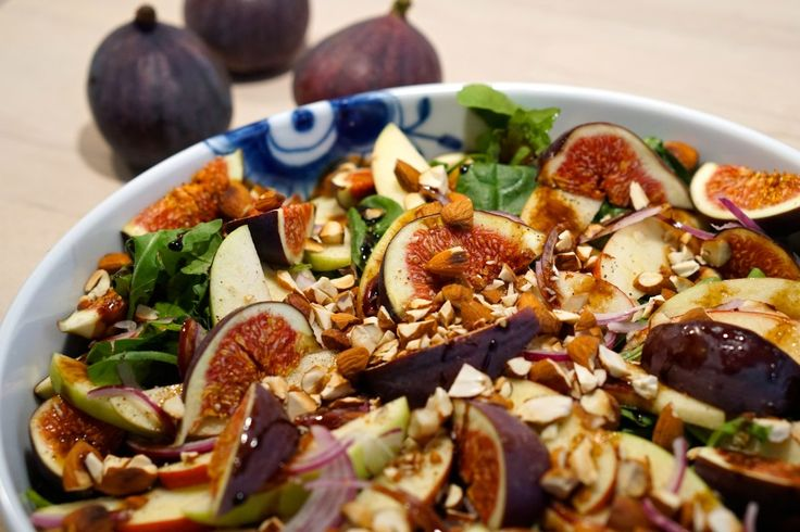 Fresh fig salad with apple and almonds // Frisk fignesalat med æble og mandler