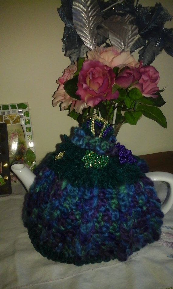 The Crystal Blue Tea cosy. by LynTheobaldCraft on Etsy