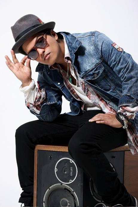 Bruno Mars - Fotos - VAGALUME  He's a. Hottie. ;-$