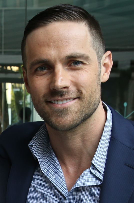 Dylan Bruce - Wikipedia, the free encyclopedia