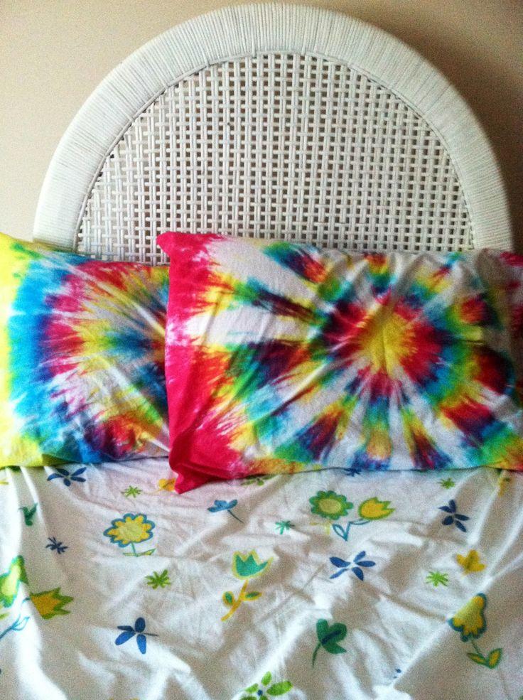 diy tie dye pillow cases diy easy diy tie dye tie. Black Bedroom Furniture Sets. Home Design Ideas