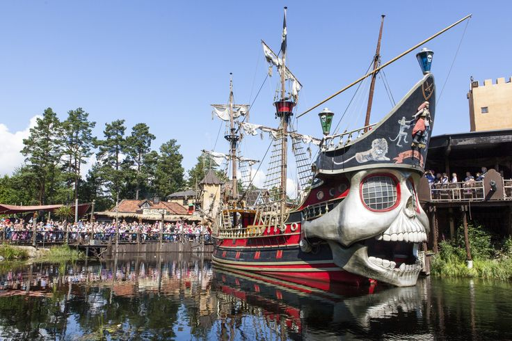 Enjoy a full day in the Kristiansand Zoo and stay in Captain Sabretooth´s pirate hotel in Abra Havn near the Kristiannsand Zoo in Norway. Here you can live like a real pirate. www.dyreparken.no/