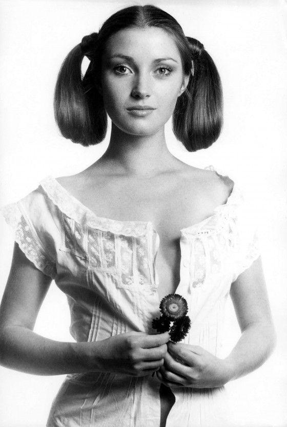 Jane Seymour – Black & White Photoshoot