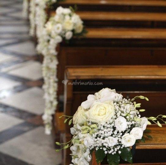 Fiori Chiesa Matrimonio.Risultati Immagini Per Fiori Panche Chiesa Con Immagini Fiori