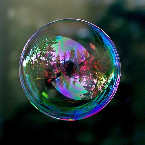 exquisite bubble shot (by TomFalconer@flickr) #clickaway
