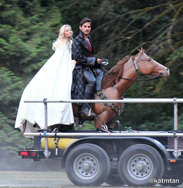 """Colin O'Donoghue and Jennifer Morrison - Behind the scenes - 5 * 4 """"Broken Kingdom """""""