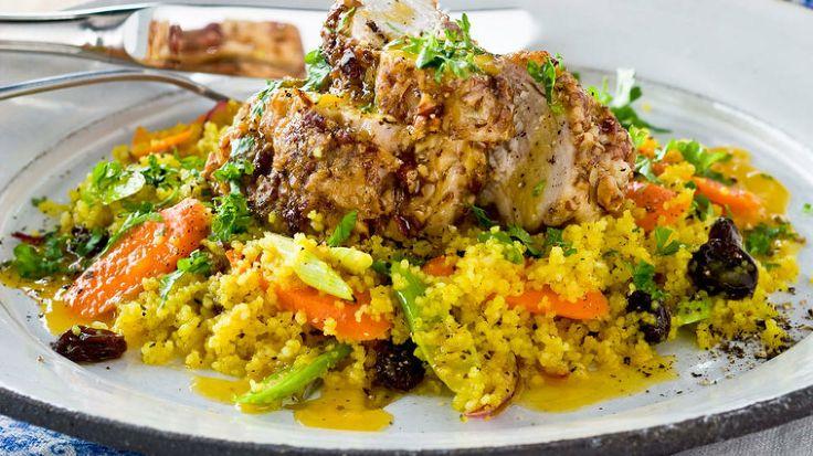 Kyllingtoast med karridressing (4 porsjoner)  Hva smaker vel bedre enn doble fylte brødskiver med kylling, stekt paprika, salat og karridres...