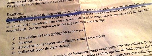 """Ontvangen van een hoestende knul in een fietsenhok. Schoolfolder van het Kranenburg College in Utrecht [klikvoorgroot:] met aanwijzingen voor het komende zomerkamp 2015. Omdat """"een groot deel"""" van de leerlingen op de Nederlandse school islamitisch is, zijn alle maaltijden voor..."""