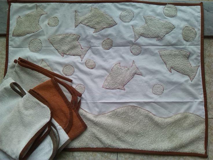 Recupero: da un vecchio lenzuolo e vecchi accapatoi.. il tappetino da bagno con asciugamani coordinati. Esperimento riuscito :)