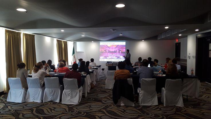 Sesionando curso de Organización de Eventos Sociales en Queretaro G12