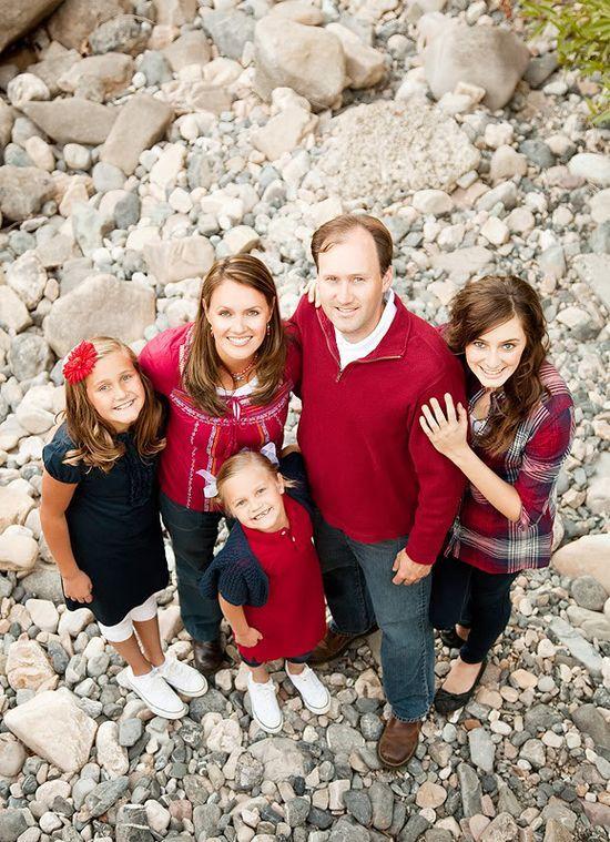 Family Of 5 Photography Poses   Family Photo Posing Ideas / family portrait ideas