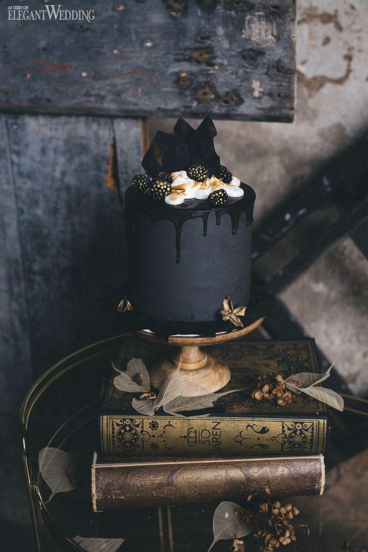 Black wedding cake, dripped wedding cake, Halloween cake! www.elegantwedding.ca(Black Wedding Cake)