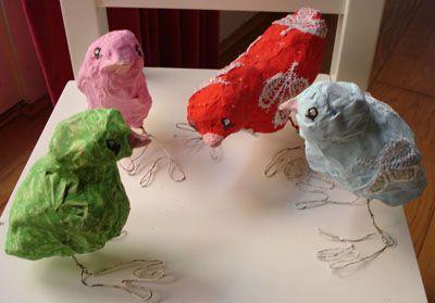 Vogels van papier maché