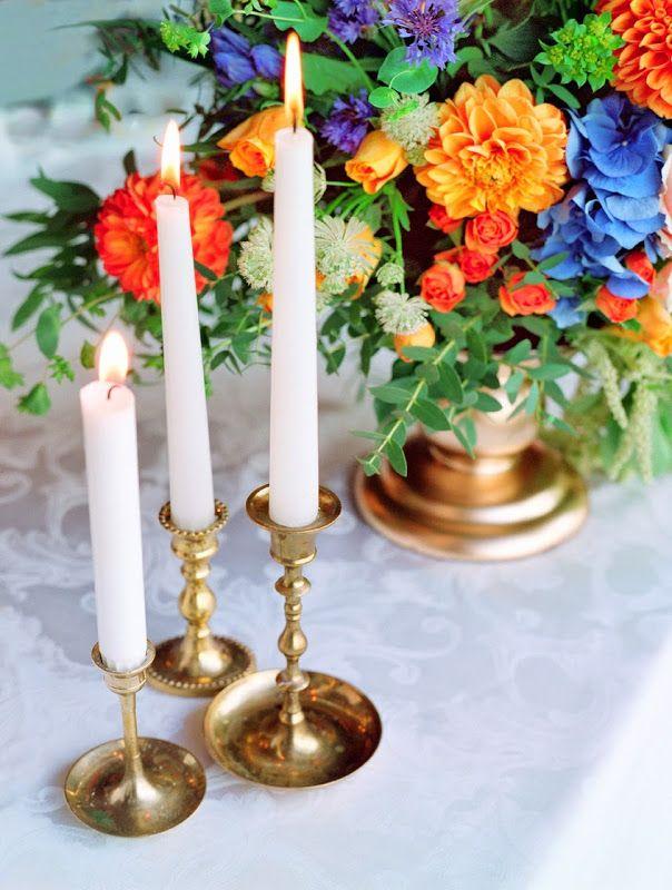 Классическая камерная свадьба в синих и оранжевых тонах с золотистыми деталями  As Featured on Style Me Pretty