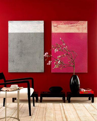 Gemälde auf einer roten Wand