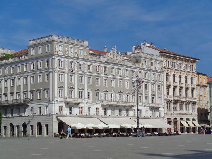 Palazzo Stratti a Trieste https://lefotodiluisella.blogspot.it/2017/06/caffe-degli-specchi-trieste.html