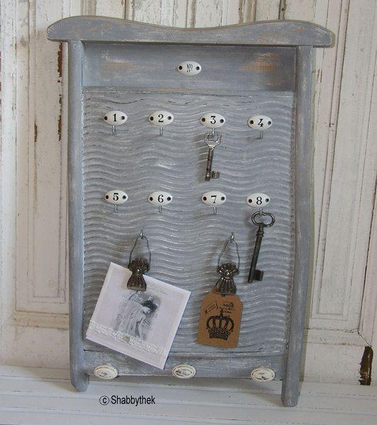 Waschbrett aufgearbeitet als Schlüsselbrett + Memo von Shabbythek auf DaWanda.com