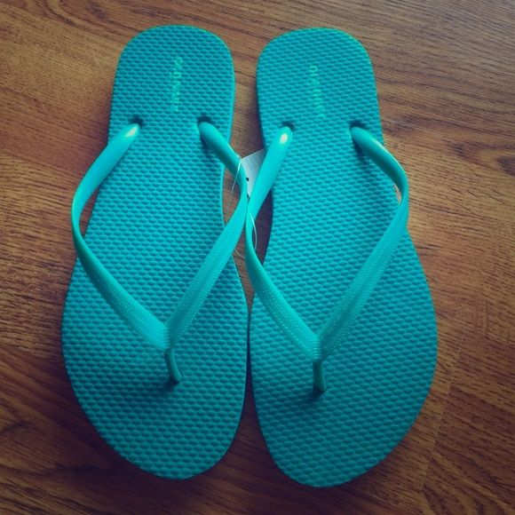 Thong Flip Flops sz 7 Turquoise Old Navy Flip Flops for women dark Turquoise in color size 7 Old Navy Shoes Slippers