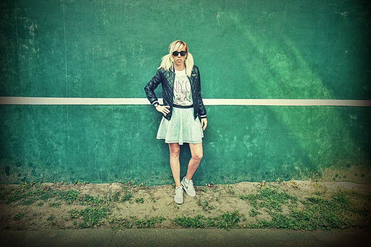 Kurtka- Bershka Bluzka-New Look GENERATION Spódnica- H&M Buty-Nike Air Max  Dodatki:  Okulary-House
