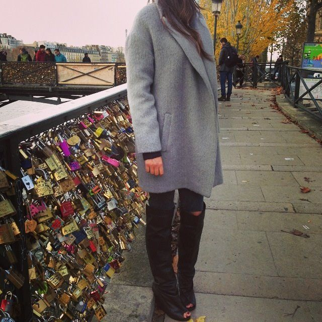 lifestyle  street look , winter coat , Paris , love , le pont des arts  http://www.belair-paris.fr/