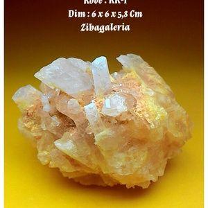 Kecubung Kristal / Batu Quarsa / Smoky Quartz  Dim : 6 x 6 x 5,8 Cm Crystal System : Hexagonal / Trigonal Colour : White to Greyish Form / Habit : Prismatic Hardness : 7 Lustre : Vitrous Streak : White Transfarancy : Transculent to nearly opague  Kecubung Kristal juga dikenal dengan nama kristal kuarsa, kristal es dan sebagainya. Batuan jenis ini sangat cocok jadi pajangan, pelangkap dalam aquarium untuk menyimpan oksigen bagi ikan hias anda.  Selain banyak dijadikan perhiasan, batuan yang…