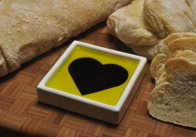Little oil and vinegar bowl for dipping bread.: Food Accessories, Heart Dips, Olives Oil, Olive Oils, Balsamic Vinegar, Dips Dishes, Happy Food, 3D Prints, Dips Breads