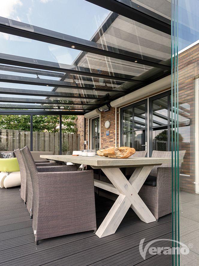 Met #glaswanden kunt u uw #terrasoverkapping omtoveren tot een sfeervolle tuinkamer! #Verano #veranda