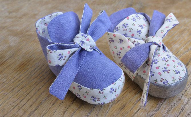 Reversible baby shoes pattern @Prudent Baby - How adorable! Is anyone I know pregnant?