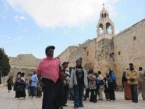 I palestinesi hanno il loro primo sito nella lista del Patrimonio mondiale dell'umanità. Il comitato Unesco per il Patrimonio mondiale ha votato a favore dell'inclusione della Chiesa della Natività e della via dei pellegrini, nella città di Betlemme, nella lista. La votazione si è svolta a San