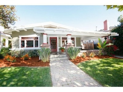 I love this 1910 Craftsman home in San Jose, CA.