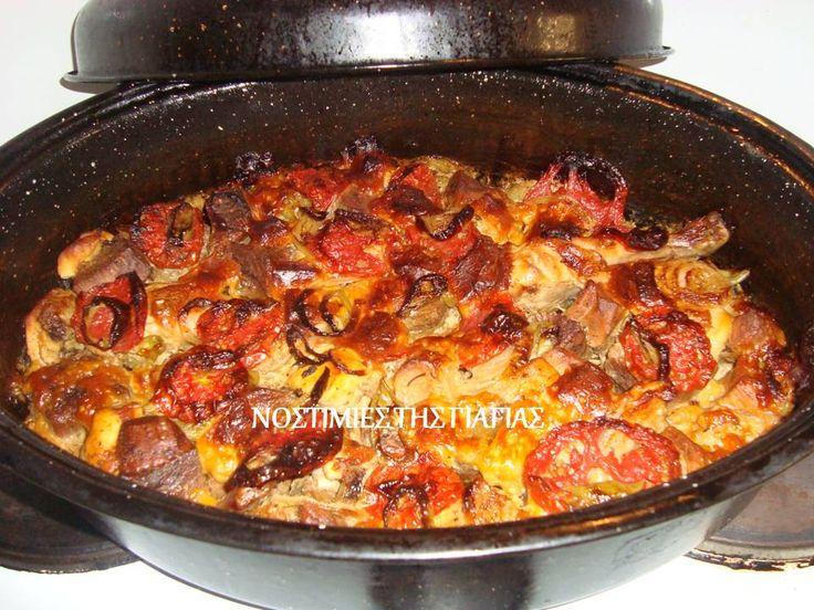 ΥΛΙΚΑ  1/2 Κιλό κρέας μοσχάρι  1/2 κιλό κρέας χοιρινό  1/2 κιλό αρνάκι  5 ντομάτες μέτριες  2 κρεμμύδια ξερά  5 πιπεριές κίτρινες  30...