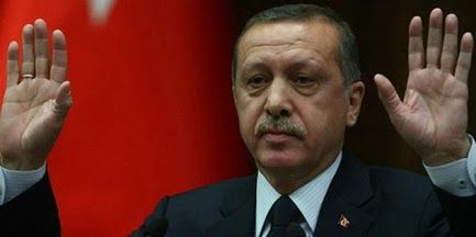 """CHP Milletvekili Hüseyin Aygün, Cumhuriyet gazetesinin yayınladığı MİT TIR'larındaki mühimmat görüntüleri nedeniyle Cumhurbaşkanı Tayyip Erdoğan hakkında """"vatana ihanet"""" suçlamasıyla suç duyurusunda bulundu.  Ankara Cumhuriyet Başsavcılığı'na avukatı İnan Yılmaz aracılığıyla başvuran CHP'li Hüseyin Aygün, """"Şüpheli, terörist unsurlara silah sağlamakla finansal açıdan destek sağlamış ve Türkiye'nin dünyada teröre destek veren ülke gibi görünmesine sebebiyet vermiştir"""" dedi.  """"YAPTIĞI…"""