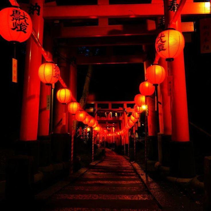 一年を通して多くの観光客で賑わう京都。その中でも人気のスポットが伏見稲荷大社です。そんな人気のスポットで、年に2日だけ見られる美しい景色があるそう。いったいどのようなものなのでしょうか。外国人に大人気!京都の「伏見稲荷大社」...