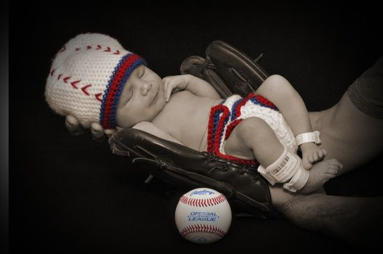 Newborn pictures in Dads baseball glove! Outfit made, idea from | http://awesome-lovely-new-born-photos.blogspot.com
