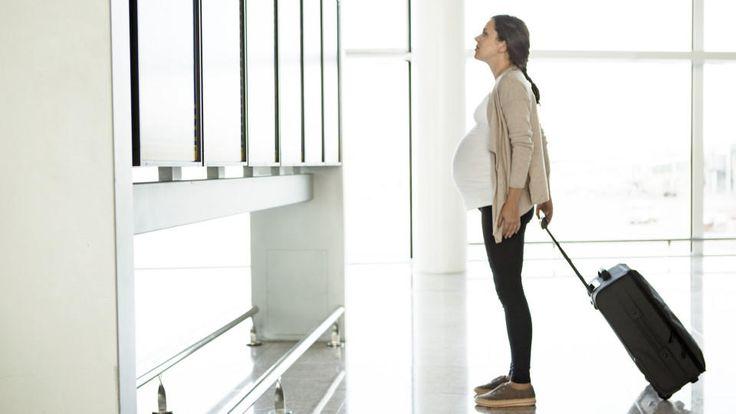 Beim Urlaub in der Schwangerschaft stellen sich viele Fragen: Darf ich schwanger fliegen? Wann ist die beste Reisezeit? Und welche Reiseziele eignen sich?