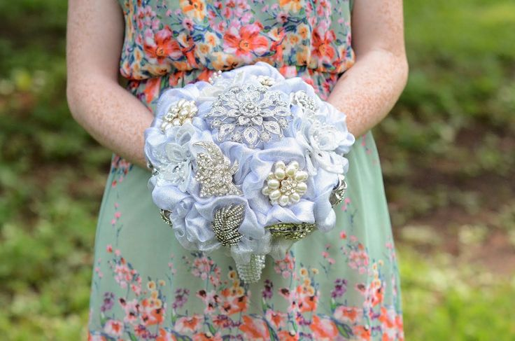 Custom brooch bouquet ExtremeFashionJewelry.com facebook.com/extremefashionjewelry Follow us @EFJ_GlamItUp  Photo by Kelly Cartney Photography