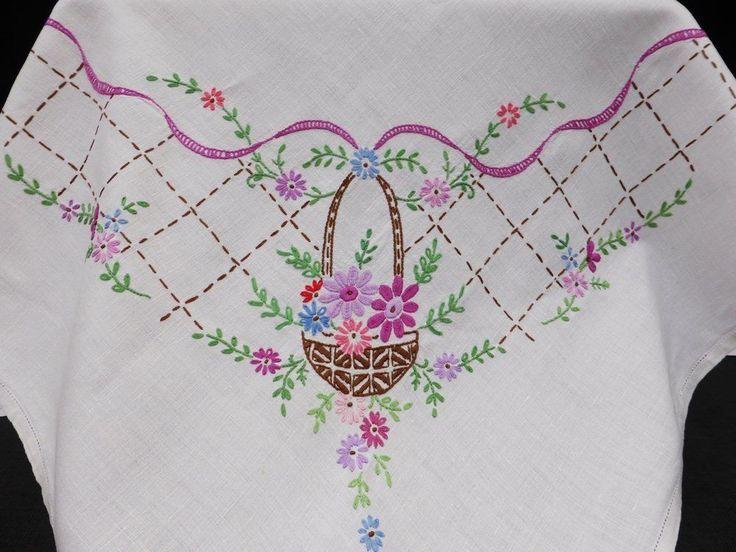 винтажный льняной tablecloth-pretty вышитая вручную цветочные корзины и лентами   eBay