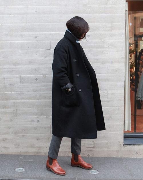 cognac boots offset dark neutral #traveloutfit -coffee stained cashmere